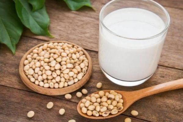 How To Make Soy Milk with A Blender, Grind soy beans to get juice