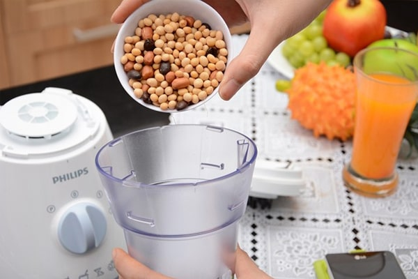 How to use a blender to grind seeds most effectively