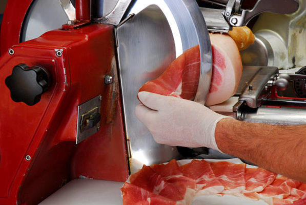 Read more about the article Best Meat Slicer for Cutting Meat in Perfect Shapes & Sizes