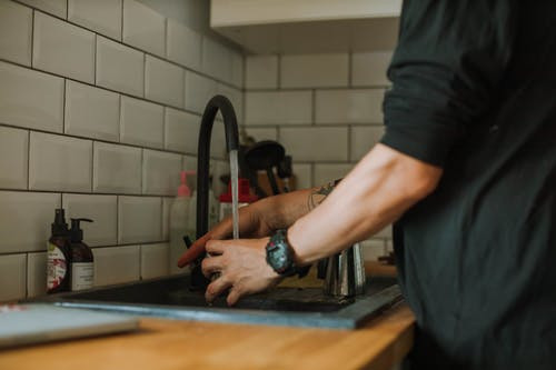 Read more about the article Best Touchless Kitchen Faucet to Enhance Style and Hygiene