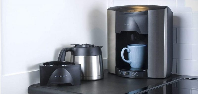 Plumbed-in coffee maker for office and commercial use