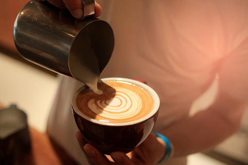 Read more about the article How To Froth Almond Milk At Home For A Perfect Latte